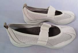 Womens Easy Spirit Shoes Beige Size 7 5 M Slip On Leather