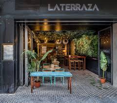 Reforma e interiorismo La Terraza Tapas Bar en Sevilla. Y si pensamos que  estamos