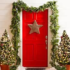how to hang garland around front door50 Best Christmas Door Decorations for 2017