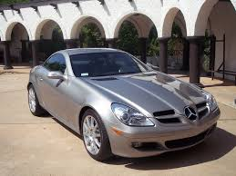 Two doors gives the slk350 roadster a streamlined appearance that shouts fun. 2005 Mercedes Benz Slk Class Test Drive Review Cargurus