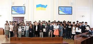 kИЕВСКИЙ НАЦИОНАЛЬНЫЙ УНИВЕРСИТЕТ ТЕХНОЛОГИЙ И ДИЗАЙНА  Общее число учащихся университета составляет около 10 000 студентов и предлагает более 40 программ бакалавриата и