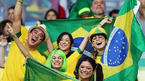 Resultado de imagem para comemoração do jogo do brasil