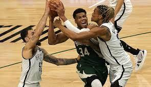 NBA Playoffs: Milwaukee Bucks verkürzen dank Giannis Antetokounmpo und  Khris Middleton gegen die Brooklyn Nets