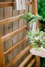 lovin on this simple modern diy vertical wall garden from the fresh exchange would love to grow container veggies in this it seems that this is made