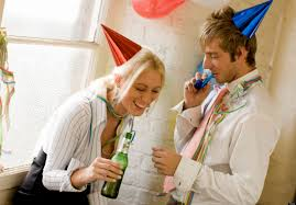 23 tips for office party etiquette get it online joburg west 2013 3 16 image f19a9182e8f514e6dc0011a2031e9fe6 1363404725 93 couple flirting at an office party