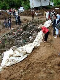 Datei:Srebrenica Massacre - Mass Gravesite - Potocari 2007.jpg – Wiktionary