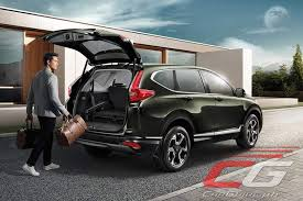 2018 honda crv interior. contemporary crv hondau0027s penchant in creating a u201cmanmaximum machineminimumu201d interior  continues with the allnew crv the bold and sophisticated exterior is complemented  on 2018 honda crv