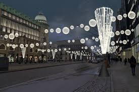Bildresultat för ljusbollar över gator