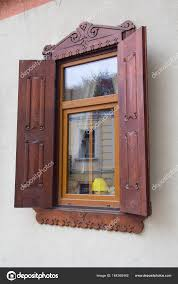 Kunststoff Fenster Mit Hölzernen Fensterläden Stilisierte Retro