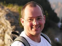 Bartek Gajowiec (Robert Bartłomiej), urodził się 6 marca 1972 r. w Krośnie n/Wisłokiem. Do szkoły podstawowej i średniej uczęszczał w Mielcu (matura w roku ... - 2088902399