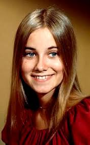 It's Marcia Brady aka Maureen McCormick from The Brady Bunch. In The Brady Bunch: In 2006: - 293.mccormick.maureen.lc.101308