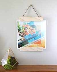 Learn how to make this DIY modern wood + magnet hanging photo frame - it's  really