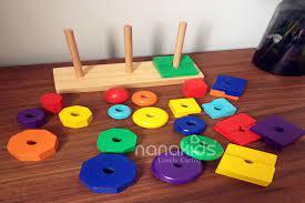 Cung cấp cho trẻ ít đồ chơi sẽ giúp bé phát triển khả năng sáng tạo.