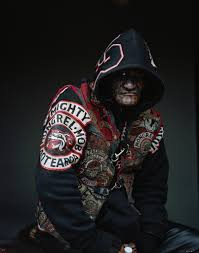 these stunning photos of s largest gang will give you photographer jono rotman spent eight years the mighty mongrel mob