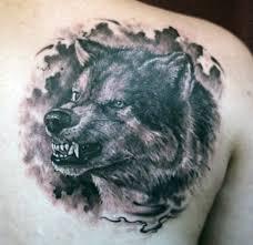 татуировки рычащий волк в стиле реализм черно серая лопатки
