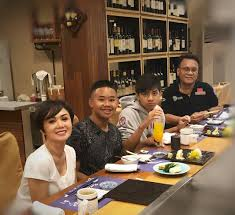 Makan Siang Bareng Setelah 10 Tahun Bercerai, Mantan Suami Yuni Shara,  Henry Siahaan Dapat Doa dari sang Penyanyi - Semua Halaman - Grid.ID