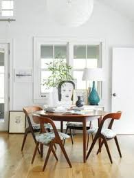 ohhh look at this bright kitchen and dining area in the home of amie weitzman via design sponge see more of the s