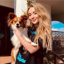 "2019 Sabrina Carpenter holding Rick Fields' puppy ""Enzo"" @ Malibu, CA.  <Instagram> Rick Fie… | Sabrina carpenter outfits, Sabrina carpenter,  Sabrina carpenter style"