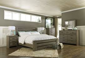 King Bedroom Furniture 4pc Poster Bedroom Set In Warm Gray