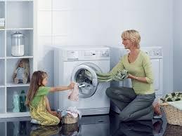 Cách làm sạch máy sấy quần áo cửa ngang tại nhà đơn giản, dễ làm nhất