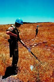 Международные организации Экономическая и социальная  Голубые шлемы формирование ООН выполняющих миротворческие и гуманитарные миссии во многих уголках планеты
