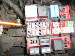 relay box fuse 20 ford truck enthusiasts forums under the hood drivers side fire wall fender relay fuse box near front 10amp fuse what does it do