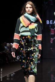 Двухметровые шарфы, <b>юбки</b> поверх брюк и современная ...