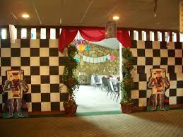 alice wonderland room divider queen hearts theme