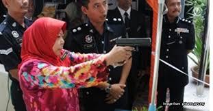 Was This Gun Wielding Mak Cik Najibs Top Secret Intelligence Agent