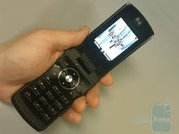 motorola i9. the stature is a drop dead gorgeous iden phone with all goodies nextel unit can pack into itmotorola i9