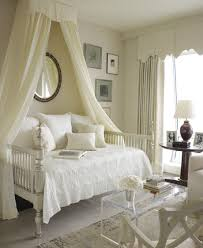 Romantic bedroom sets Beautiful Romantic Canopy Bedroom Sets King White Sculpture Brown Ceramic Base White Tufted Headboard Black Leather Bench Deviantom Romantic Canopy Bedroom Sets King White Sculpture Brown Ceramic Base