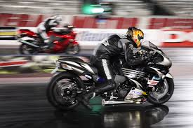 how to drag race a motorcycle