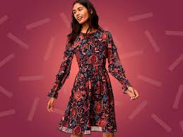 dress to wear to a wedding as a guest. wear this floral dress to a fall wedding. wedding as guest