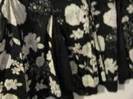 Le Chateau Shoe Size Chart Le Chateau White And Black Floral Ethereal Skirt Size L