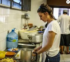 A chef de cozinha Paola Carosella, jurada do programa MasterChef Brasil,  participou neste domingo (6), da Virada Ocupação - Purepeople