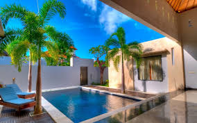 Comfortable House with Swimming Pool Design : Best House with Swimming Pool  Design: Awesome Tropical