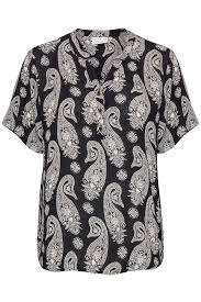 <b>Black</b> / Chalk <b>Paisley</b> KApais Amber Blouse with short sleeve fra Kaffe
