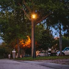 Victorian Bulb Solar Lamp And Single Lamp Post With Gs Solar Led