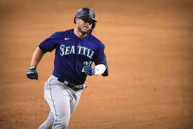 Mariners refuse to be normal, get ...