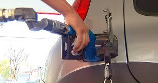 Resultado de imagem para Litro da gasolina chega a R$10 na Paraíba