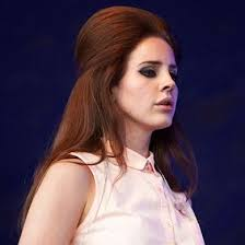 lana del rey with a bouffant hairstyle don t like her at all but she rocks the 60s look bouffant hairstyles lana del and lana del rey