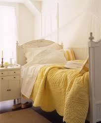 Best 25+ Yellow bedspread ideas on Pinterest | Gray yellow ... & Sunny Yellow Quilt, Cute for Guest Bedroom Adamdwight.com