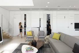 Möbel In Grau, Weiß Und Schwarz Für Eine Minimalistische Einrichtung ...