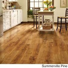 shaw industries woodford crimson laminate flooring 26 4 sq ft parkview walnut brown