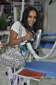 5 a sec laundry. suchitra pillai in jeetendra launches 5 a sec french laundry 8