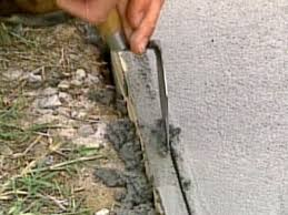separate concrete from form with pointing trowel