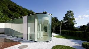 итальянский особняк из стекла