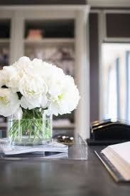 Trtend alert - Fresh flowers and for home office decor // Interior design  home office white peony flowers in vase, office desk, Lucite acrylic tray
