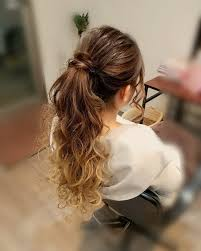 くせ毛はロングヘアで生かす髪の重みでくせ毛をアレンジhair