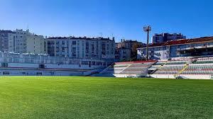 En 2011 se creó un nuevo club, el clube desportivo estrela, para seguir con los equipos juveniles y otros deportes, y continuar. Sad Do Estrela Da Amadora Oferece 2 Milhoes Para Compra Do Estadio